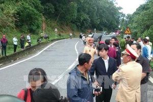 Xe khách lao vực trên đèo Hải Vân, 21 người bị thương