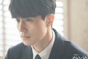 Lộ ảnh đầu tiên của Lee Dong Wook trong 'Touch Your Heart': Luật sư ngôi sao đẹp không tì vết