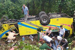 Xe khách lao xuống vực trên đèo Hải Vân, 21 sinh viên bị nạn