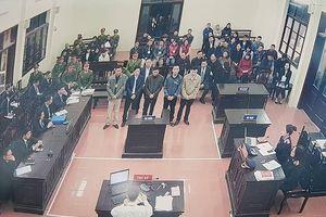 Bác sĩ Hoàng Công Lương vắng mặt, HĐXX hoãn phiên tòa