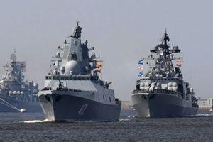 Nga vội vã điều tàu tên lửa áp sát chiến hạm Mỹ trên Biển Đen