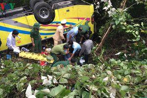 Hiện trường vụ xe khách chở 23 người lao xuống vực trên đèo Hải Vân