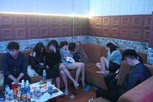 Gia Lai: Liên tiếp bắt hàng chục thanh niên phê ma túy trong nhà nghỉ, quán bar