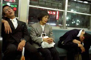 Công ty Nhật Bản khuyến khích nhân viên chợp mắt trong giờ làm việc
