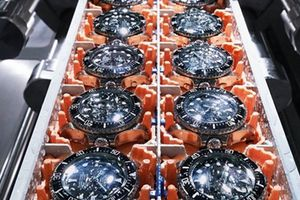 Thử nghiệm đồng hồ dưới đáy đại dương