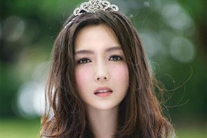 Tình cũ của Thích Tiểu Long mất nhiều show sau bê bối ngoại tình