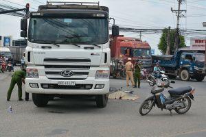 Vụ xe tải cán chết học sinh ở Long An: 'Để con đi xe đạp cho an toàn'