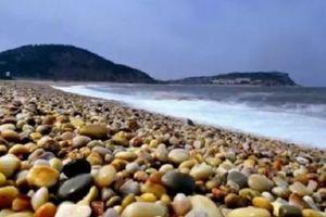 Trung Quốc: Hồ nước chứa đầy đá quý nhưng người dân lại chẳng hay biết gì