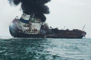 Tàu dầu treo cờ Việt Nam bốc cháy ngoài khơi Hồng Kông