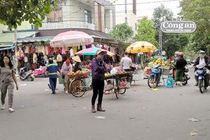 Chợ lấn đường