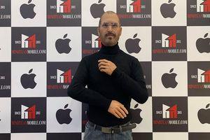 Minh Tuấn Mobile dựng tượng sáp Steve Jobs