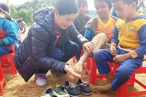 Học sinh Toa Roa đã có giày dép mới!