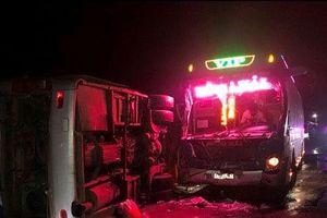Tai nạn ô tô liên tiếp, 2 người chết và 14 người bị thương