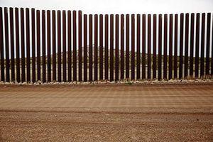 Trump đòi xây tường biên giới Mỹ - Mexico: Trên nóng dưới lạnh