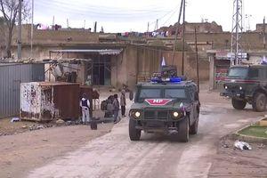 Quân đội Nga ở Syria 'diễu binh' ngay sát biên giới Thổ Nhĩ Kỳ