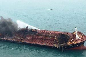 Đang tìm kiếm 2 thuyền viên mất tích trong vụ tàu chở dầu Việt Nam bốc cháy ở Hong Kong
