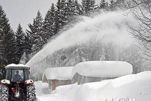 Thời tiết khắc nghiệt ở châu Âu, tuyết rơi dày kỷ lục