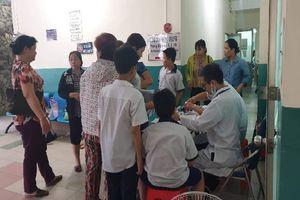 15 học sinh tiểu học ở Sài Gòn nhập viện nghi do uống trà sữa ngoài cổng trường