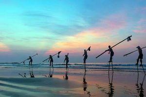 Dân khó từ nhà ra biển, người lạ dễ ngó từ biển vào nhà