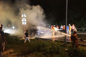 Đà Nẵng: Xe tải bất ngờ bốc cháy trong đêm