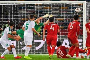 Đặng Văn Lâm có đứng sai vị trí trong pha sút phạt của Iraq? Báo châu Á tiếc cho ĐT Việt Nam sau trận mở màn Asian Cup 2019