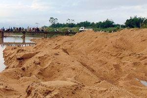 Người dân tập trung phản đối dự án nạo vét lạch nước Khe Gai