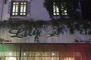 Tiếp viên Spa Lily ở quận 7 'mây mưa' tại chỗ với khách