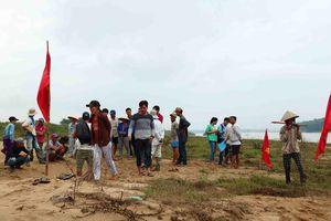 Quảng Nam: Ngày thứ tư liên tiếp người dân tụ tập phản đối việc khai thác cát