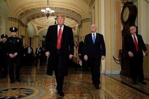 Tổng thống Trump giận dữ bỏ họp vì thỏa thuận về tường biên giới lại thất bại