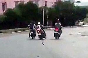 TP.HCM: Truy tìm 2 đối tượng dùng roi điện chích vào người đi đường để cướp xe máy