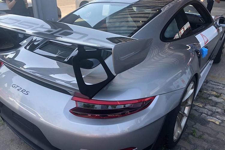 Cận cảnh siêu phẩm đường phố Porsche giá hơn 20 tỷ vừa cập cảng TP.HCM