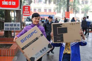 52 bộ máy tính và hàng trăm suất quà Tết đến với học sinh, giáo viên Phú Thọ