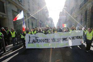 Biểu tình đường phố chưa đủ, phong trào Áo Vàng muốn đạp đổ nền tài chính Pháp?