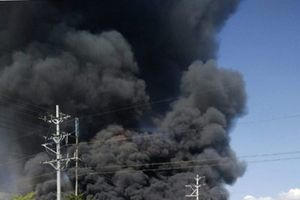 Biển lửa bao trùm công ty gỗ tại Bình Dương