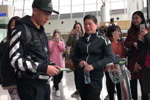 Đình Trọng chính thức sang Hàn Quốc trị chấn thương khi tuyển Việt Nam chuẩn bị gặp Iran