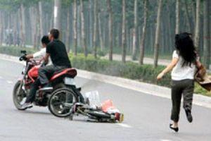 Băng cướp táo tợn chích roi điện vào cô gái trẻ rồi cướp xe ở Sài Gòn