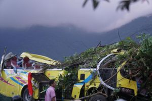 Khởi tố tài xế xe khách chở đoàn sinh viên lao xuống vực đèo Hải Vân