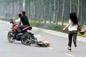 Cô gái bị chích điện, cướp xe máy ở TP.HCM