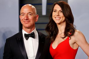 Người giàu nhất thế giới Jeff Bezos ly dị vợ: Cuộc ly hôn tốn kém nhất lịch sử?