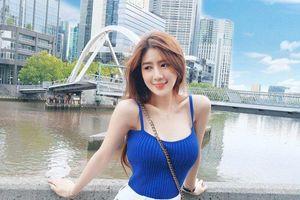 Vẻ gợi cảm của tiếp viên hàng không Malaysia có 1,5 triệu fan trên mạng