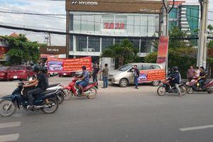 Từ chối bảo hành, Hyundai Ngọc An bị khách hàng căng băng rôn phản đối