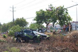 Bình Dương: Nghi vấn hai ô tô đua tốc độ gây tai nạn liên hoàn, người đàn ông bán dưa bên đường bị tông tử vong