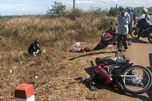 Gia Lai: Xe máy tông vào xe tải đang gặp nạn, 3 người tử vong