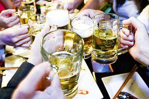 Dùng bia giải ngộ độc rượu: Lý lẽ của bợm nhậu