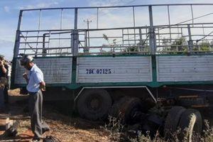 Xe tải đối đầu xe máy, 3 chị em tử vong