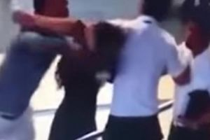 Ngăn taxi 'dù', nhân viên an ninh sân bay bị đánh gãy 4 răng cửa
