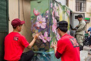 Tủ điện trên đường phố Hà Nội 'thay áo' mới