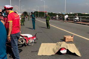 Va quẹt xe máy rồi ngã ra đường, nữ sinh trung học bị xe tải cán tử vong