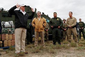 Giữa căng thẳng, Tổng thống Trump đích thân thị sát biên giới Mỹ-Mexico