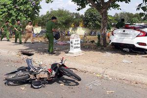 Hai ôtô va chạm rồi tông chết người bán hoa quả